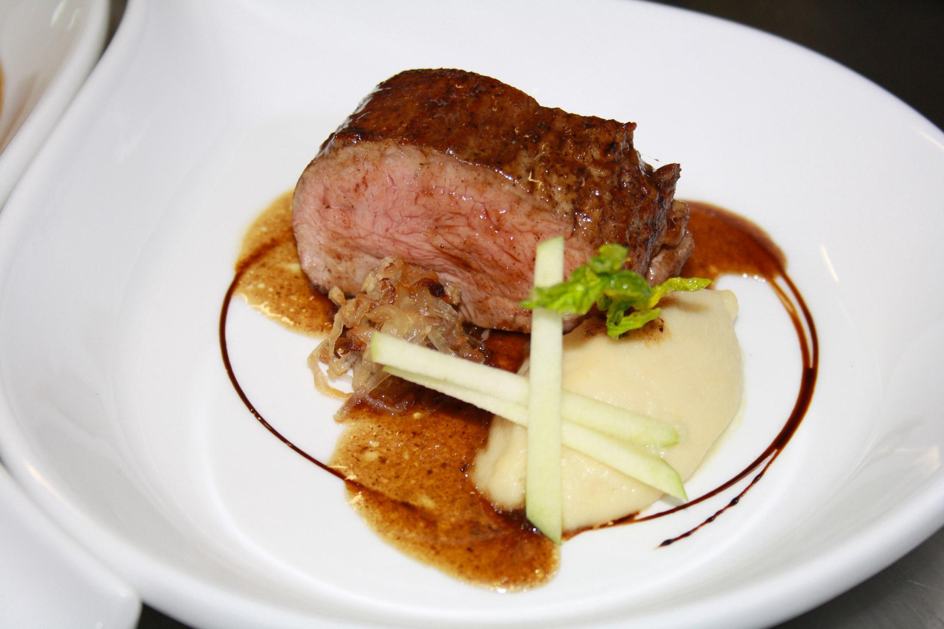 filet de veau, purée de celeri et échalotes grillées - L'antre Gourmand