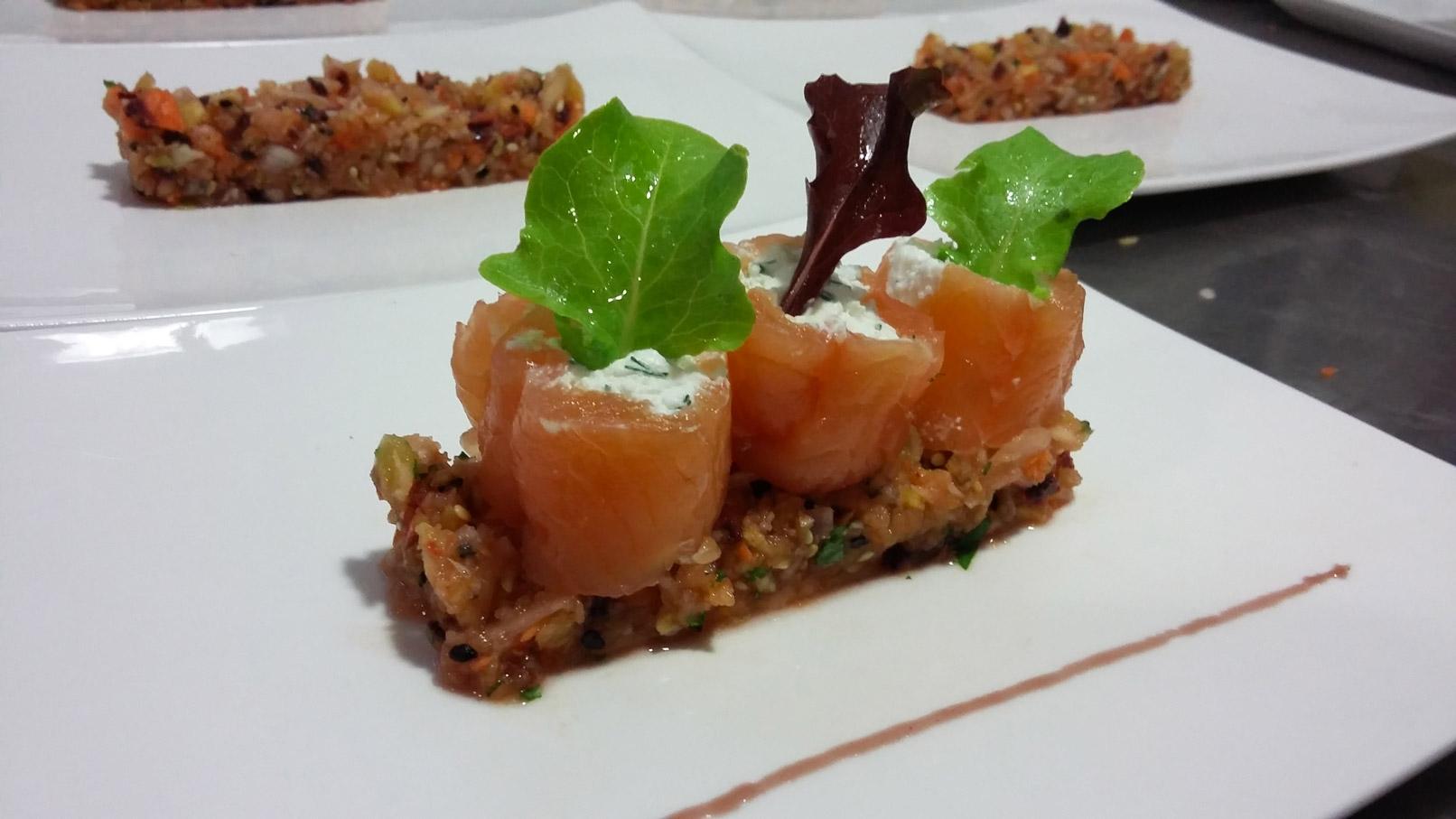Maki de truite salée, tartare de légumes au sésame - L'antre Gourmand